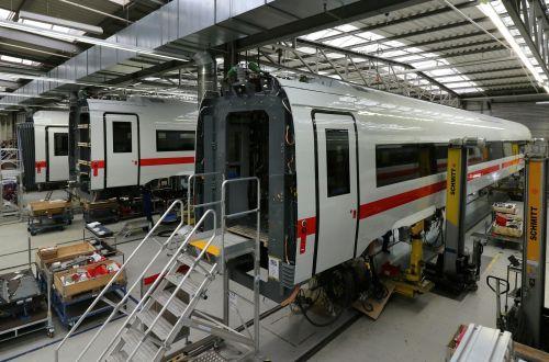 Siemens announces job cuts in efficiency drive | International