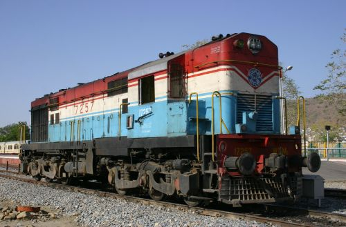 Indian Railways to build fuel-cell battery locomotive