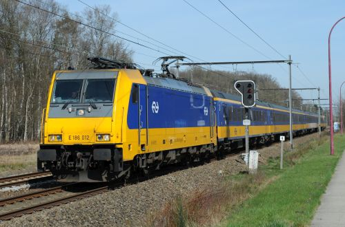 NS signs locomotive sale and lease-back agreement