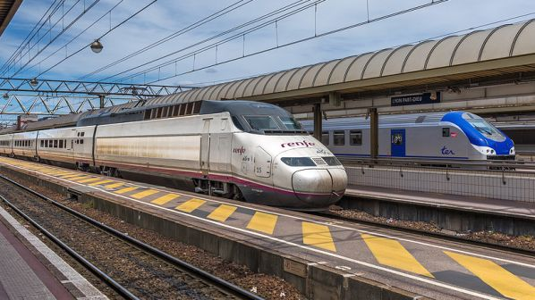 Renfe board approves entry into French high-speed market
