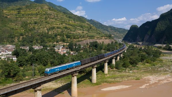 Chinese Intermodal freight struggles to keep pace with rapid infrastructure development - International Railway Journal