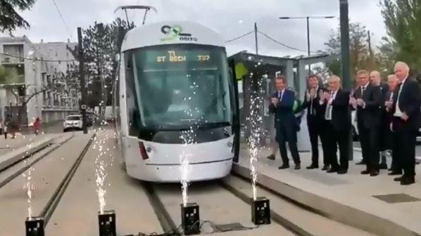 """{""""rendered"""":""""Aviignon-tram-inauguration""""}"""